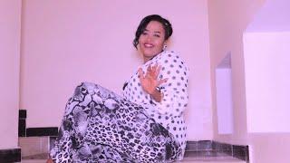 NADIIRA NAYRUUS Ft CAYDIID JOWHAR   DHABTA MIYAAN KU SAARAA   OFFICIAL MUSIC VIDEO 2020