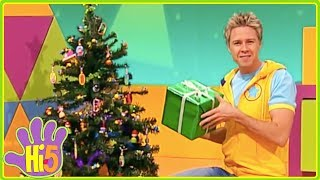 Hi-5 CHRISTMAS SPECIAL - Stevie Wraps Christmas Gifts NEW CHRISTMAS Videos for Kids