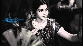 Mangamma Sabatham 1943    Jeyamae Jeyamae Thanthaiyae