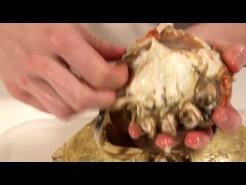 How to prepare a cooked crab