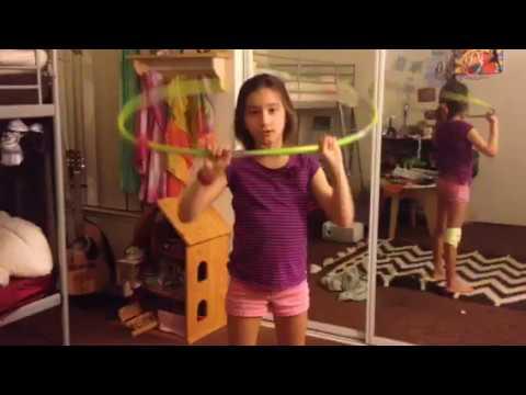 Hula hoop challenge with sis💩💩🙀👯