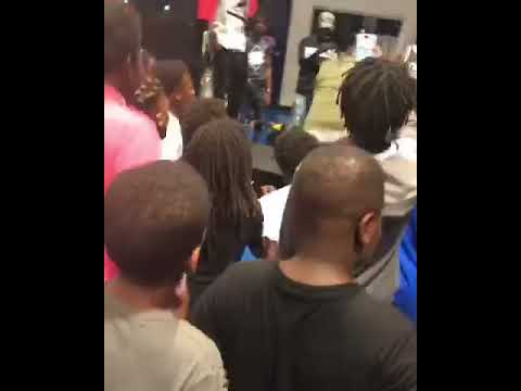 Xxx Mp4 Famous Amos Almost Head Butt A Child During Performance IPOD Got Him To Hype 3gp Sex