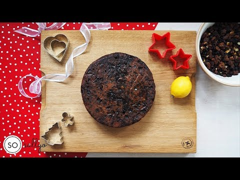 BAKE: The Best Rich Fruit Christmas Cake!