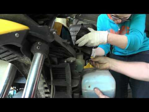 BMW F650GS Oil Change, Wymiana oleju.
