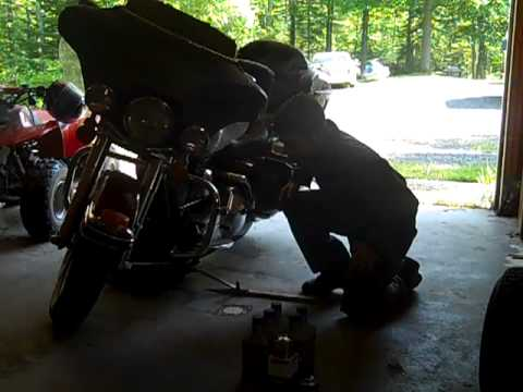 Changing oil on a 1999 Harley Davidson Ultra Classic.mp4