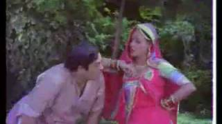 Pallo Latke Re - Sanjeev Kumar & Jaya Bhaduri - Naukar.MP4