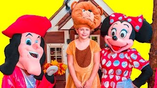 ASSISTANT Spooky Halloween Trick or Treat with Mickey Mouse and Donald Duck Candy Surprise Video