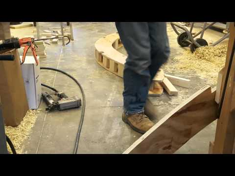 Curved roof assembly for tiny house