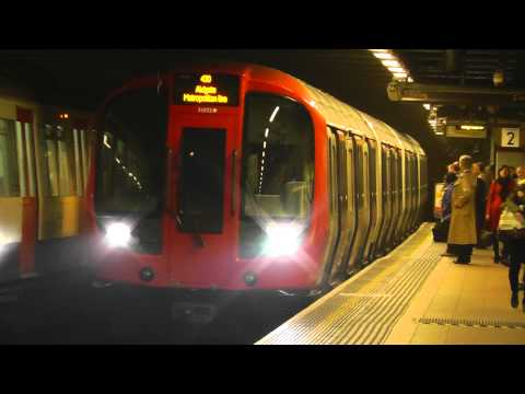 Metropolitan Line S8 Stock 21052 Arriving Euston Square