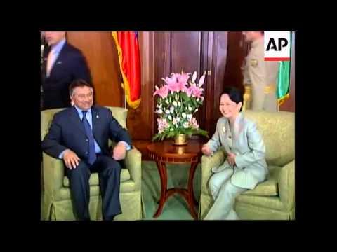 Pakistan President Musharraf visits Philippines