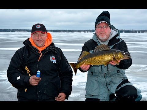 Ice Walleyes on Bay de Noc- Larry Smith Outdoors TV