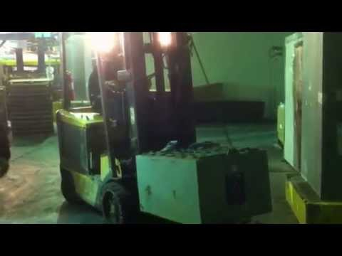 how to change battery on electric forklifts