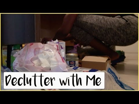 Declutter with Me| Cleaning under my sink