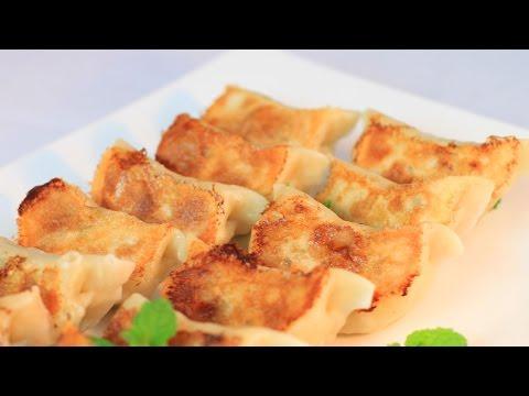 Pork with Green Bean Pot Stickers / Fried Dumplings Recipe /煎饺/锅贴