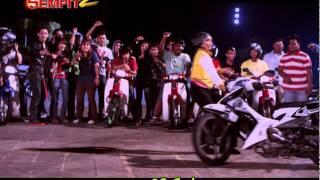 Adnan Sempit 2 - aksi stunt wanita