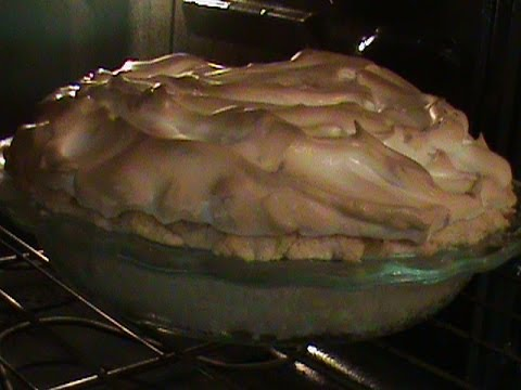 Old-Fashion Banana Cream Pie With Meringue Topping