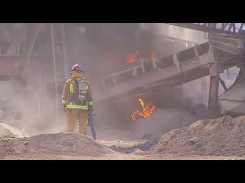 City, county crews combine efforts to fight fire at SE Bakersfield recycling facility
