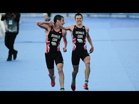Triathlete Helps Exhausted Brother Cross Finish Line (VIDEO)