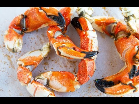 Sectioning and Shucking Jonah Crab / Fisherman's Market