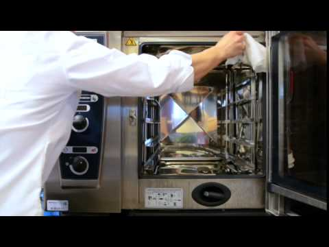 Training video: Metos CombiMaster Plus combi steamer / cleaning during the day