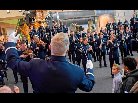 The USAF Band - 2016 Holiday Flash Mob