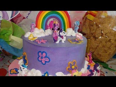 Pastel con flores. Arcoíris y pony's  para cumpleaños