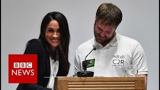 Meghan Markle laughs off awards ceremony mix-up - BBC News