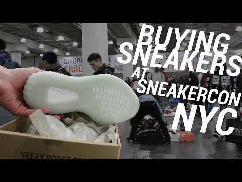 BUYING SNEAKERS AT SNEAKERCON NYC!