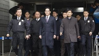 Samsung heir waits for court ruling on arrest warrant