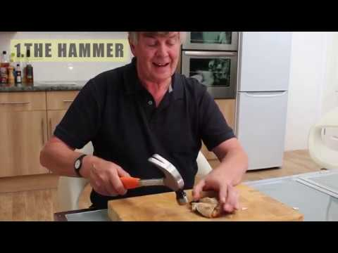 3 ways to crack crab claws
