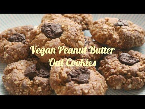 5- ingredient vegan peanut butter oat cookies // baking