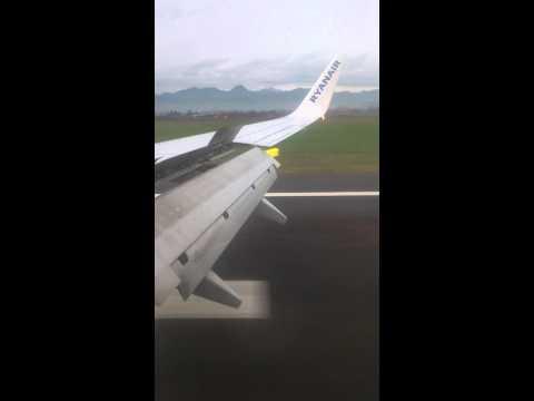 Ryanair 737-800 landing at Milan Bergamo Airport