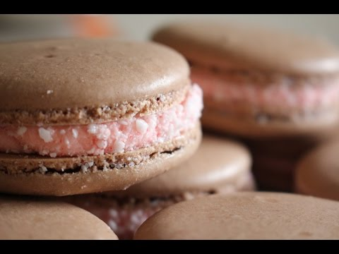 How to make Chocolate Peppermint Macarons + Peppermint Buttercream Frosting