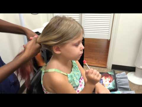 How to check for head lice by professional lice remover : fourgirlsandaboy