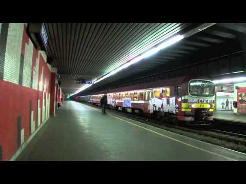 Gare de Mérode à Bruxelles : Ligne 26 - AM 912 taguée