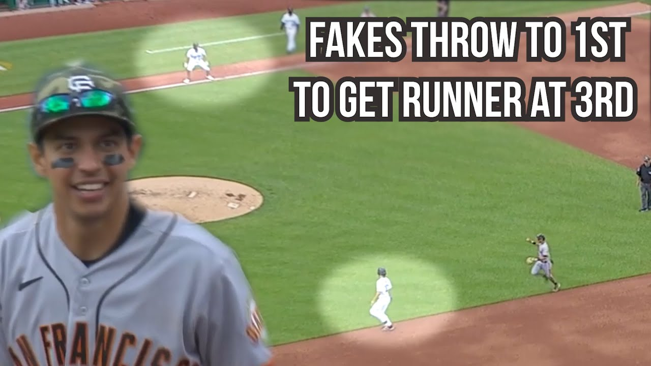 Dubón fakes the throw to first then gets runner at third, a breakdown