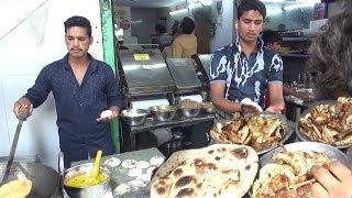 Delhi Paharganj Ka Special Amritsari Chur Chur Naan | Street Food India