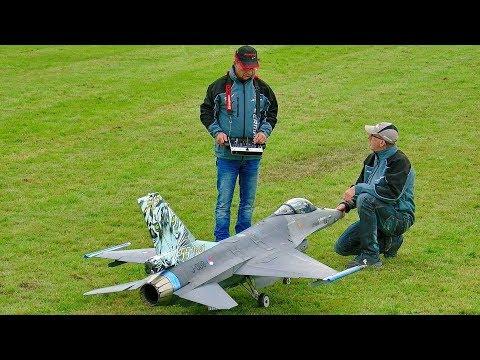 AMAZING HUGE RC F-16 SCALE MODEL TURBINE JET FLIGHT DEMONSTRATION