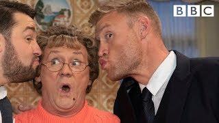 Mammy gives Freddy Flintoff cricket tips - BBC