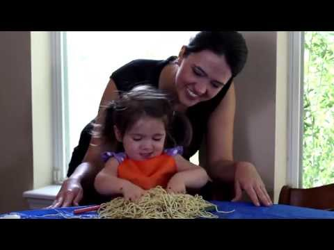 Help Your Kids With Food Textures Through Play [Sensory Play Spaghetti]