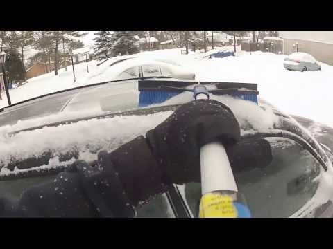 How to Clean the Snow Off Your Car (and stop being a dumbass)