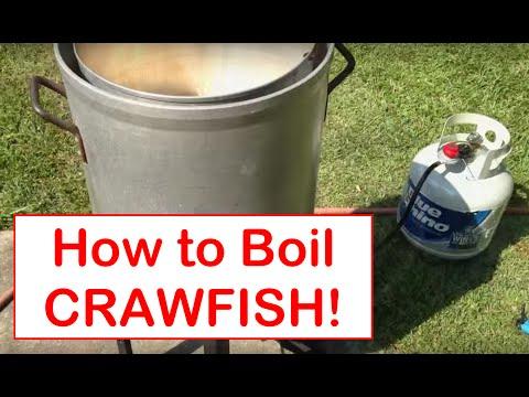 How to Boil Crawfish - backyard crawfish boil