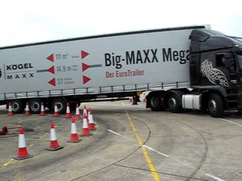 18m Iveco artic and Big-MAXX negotiating EU turning 'corridor'