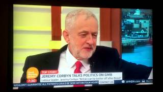Piers Morgan gives Jeremy Corbyn an Arsenal Shirt on GMB