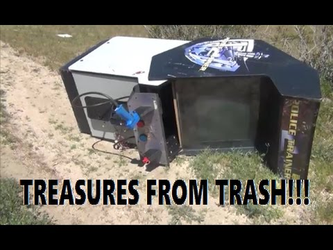 Treasure Hunting in The Desert // Finding Free Building Materials And Parts!!!