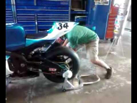 fastest endurance race bike rear tire change