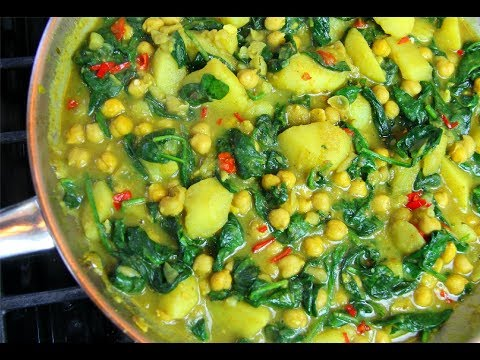 Curry Chickpeas with Potato & Spinach #MeatFreeMonday | CaribbeanPot.com