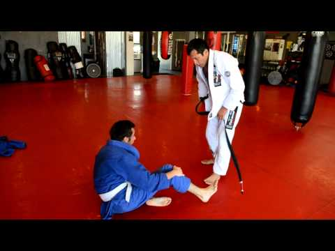 Jiu-Jitsu-black belt rolling with white belt, How to roll with a white belt