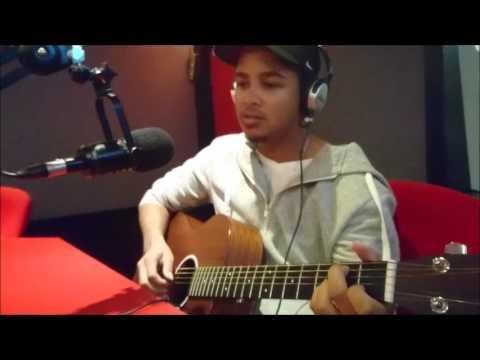 Ashur Petersen performs live in studio