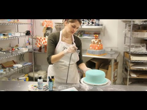 How to Airbrush a Cake | Cake Decorations